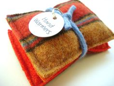 What says Autumn  better than the warm scents of cinnamon and orange, a cozy wool blanket  and warm hands?         Now you can combine ...