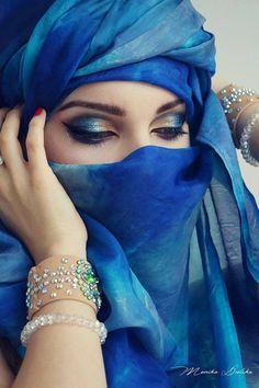 Girl with a beautiful eyes - Beautiful eyes with Hijab - Eye Makeup Beautiful Muslim Women, Beautiful Hijab, Beautiful Eyes, Niqab Eyes, Arabian Beauty Women, Arabian Makeup, Arabian Eyes, Make Up Ojos, Arab Women