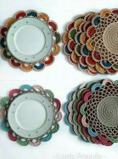 Perfect Crochet Sousplat Models – Knitting And We Motif Mandala Crochet, Crochet Circle Pattern, Crochet Placemat Patterns, Crochet Coaster Pattern, Crochet Square Patterns, Crochet Designs, Crochet Doilies, Doily Rug, Crochet Home