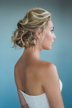 When it comes to wedding hairstyles for medium length hair, the options are limitless. Stylish brides are opting for bed-head updos, cascading beach curls, and adorable floral crowns perfect for summer and spring weddings. To get even more inspiration, we turned to hair and makeup stylist Jennifer Jade ofJennifer Jade Bridal Hair and Makeup. In […]