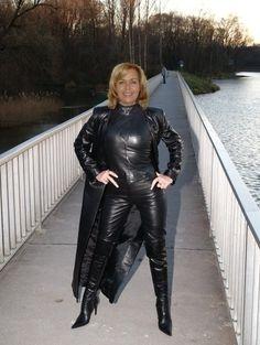 Pvc Fashion, Leather Fashion, Womens Fashion, Crazy Outfits, Sexy Outfits, Fall Outfits, Long Leather Coat, Black Leather, Leder Outfits