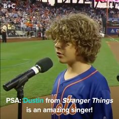 Mom Memes Discover Dustin from Stranger Things Is Actually an Awesome Singer We dont deserve Gaten Matarazzo. Stranger Things Quote, Stranger Things Actors, Stranger Things Aesthetic, Stranger Things Netflix, Stranger Things Season 3, Look Star, Youtuber, Mood Songs, Cute Songs