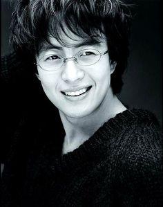 yong-jun bae glasses
