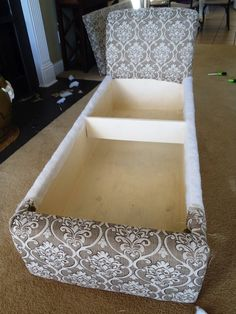 DIY Chaise Lounge with Storage - Covering the backrest Lounges reupholster DIY Chaise Lounge with Storage Diy Sofa, Diy Chair, Unique Home Decor, Diy Home Decor, Diy Storage Ideas For Small Bedrooms, Diy Furniture Projects, Cheap Furniture, Easy Diy Projects, Dining Chairs