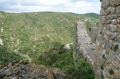 Défense nord du château de Termes, coté gorges.