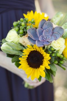 Inspired by this bouquet. succulents and sunflowers?! Gorgeous!