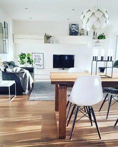 Ich liebe es wie morgens die Sonne in den Wohnbereich scheint. Office Desk, Sunshine, Living Room, Crafts, Inspiration, Furniture, Home Decor, Living Area, Sun