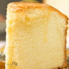 The BEST POUND CAKE ever! Old Fashioned Blue Ribbon Pound Cake recipe is tall, buttery, moist, & dense. This pound cake is classic & very close to an original pound cake recipe. Original Pound Cake Recipe, Food Cakes, Cupcake Cakes, Bundt Cakes, Pound Cake Cupcakes, 30 Cake, Baking Cakes, Cakes Originales, Just Desserts