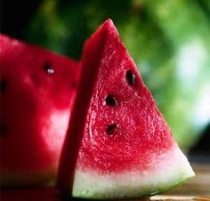 Watermelon reduces sun related skin damage to a great extent. Not only it hydrates your skin but also makes it glow. ** I knew I loved this stuff for a reason**