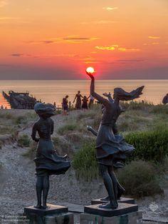 Sventoji  beautiful sunset//Šventoji est une petite station balnéaire sur la côte de la mer Baltique en Lituanie. Administrativement, elle fait partie de la ville de Palanga à 10 km au nord de laquelle elle est située, à proximité de la frontière avec la Lettonie. Wikipédia
