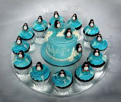 Yummy penguin cupcakes. And I love the idea of just having a smash cake and then cupcakes for everyone else.