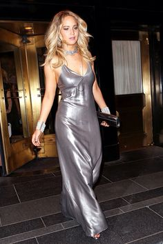 Jennifer Lawrence shows her curves in slinky Met Gala afterparty dress Bella Hadid, Celebrity Dresses, Celebrity Style, Kylie Jenner, Jennifer Lawrence Pics, Vogue, Silver Dress, Red Carpet Looks, Costume
