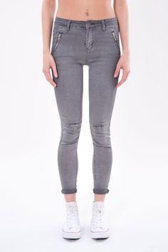 JEANS ZIP #Jeans in# cotone #elasticizzato, dalla vestibilità #aderente,  caratterizzato