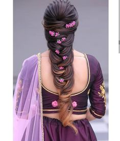 When in doubt, braid your hair and add flowers! 🌺🌼 These bridal hairstyles are perfect for a summer wedding. Bridal Hairstyle Indian Wedding, Bridal Hair Buns, Bridal Hairdo, Hairdo Wedding, Wedding Hairstyles For Long Hair, South Indian Bride Hairstyle, Saree Hairstyles, Indian Hairstyles, Bride Hairstyles