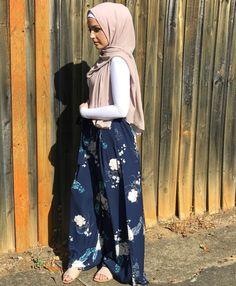 Pinterest: @adarkurdish Modern Hijab Fashion, Islamic Fashion, Muslim Fashion, Modest Fashion, Skirt Fashion, Fashion Outfits, Modest Wear, Modest Outfits, Skirt Outfits