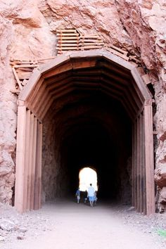 VEGAS // OFF THE STRIP : Historic Railroad Tunnel Trail at Lake Mead