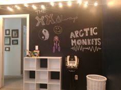 NOT 5SOS RELATED!!!!!!!!!!!! Ok so my roo is done... What quotes and shtuff should I write/draw on my chalkboard wall?