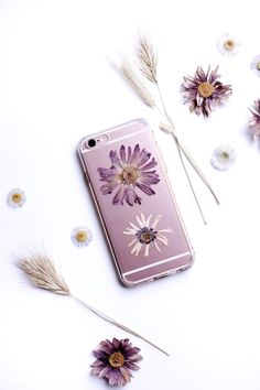 13 Pretty Things To Do With Those Dried Flowers You've Been Saving