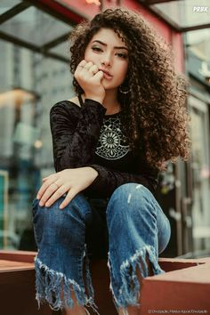 A diva cacheada Graciely Junqueira com seus maravilhosos cachos! Long Curly Hair, Curly Girl, Curly Hair Styles, Natural Hair Styles, Super Curly Hair, Frizzy Hair, Thin Hair, Side Curly Hairstyles, Trendy Hairstyles