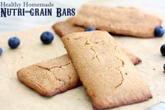 Healthy Homemade Nutri-Grain bars. No refined sugar! #projectlunchbox #familyfreshcooking