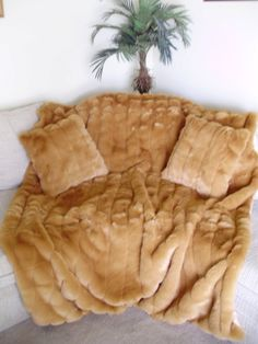 fur blankets and throws | Luxurious Faux Fur Throw Blanket and 2 Matching Pillows