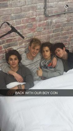 | THE VAMPS ENJOY A CUDDLE TOGETHER ! | http://www.boybands.co.uk