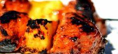 Soetrissie pynappel en chorizo kebabs 1 vars pynappel, afgeskil en hap grootte gesny 500 g chorizo-wors, in duim dikte skyfies gesny 5 el heuning (stroop werk ook as vervanger) 500 ml Sweet chillie… Types Of Food, Other Recipes, Chorizo, Tandoori Chicken, Food Network Recipes, Barbecue, Kebabs, Meet, Baking
