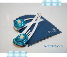 Ganchos en blanco y azul