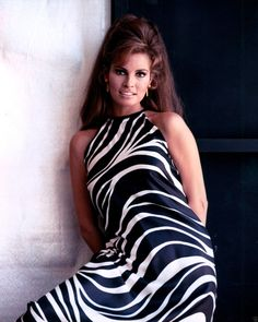 Net Image: Raquel Welch: Photo ID: . Picture of Raquel Welch - Latest Raquel Welch Photo. Rita Hayworth, Hollywood Glamour, Classic Hollywood, Hollywood Stars, Hollywood Icons, Raquel Welch 1960s, Katharine Ross, Look At You, Star Wars