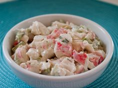 Golden Corral Crab Salad 3 pounds imitation crab meat 1 cup chopped green onion 1 cup chopped celery 1/2 cup chopped green bell pepper 1/2 cup ranch salad dressing 1/2 cup heavy mayonnaise Mix well. Refrigerate over night in the refrigerator so the ingredients will blend.