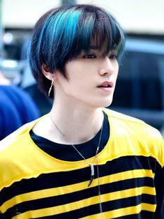 """"""" Taeyong this is wrong. Lee Taeyong, Nct 127, Rapper, Winwin, Jaehyun, Elvis Presley, Grupo Nct, Korean Haircut, Peinados Pin Up"""