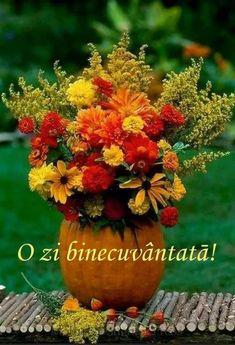 Pumpkin Arrangements, Fall Flower Arrangements, Pumpkin Centerpieces, Pumpkin Vase, Pumpkin Flower, Diy Pumpkin, Pumpkin Bouquet, Autumn Decorating, Pumpkin Decorating