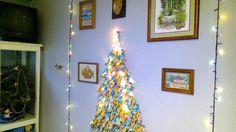 Новогодняя ёлка на стену из веток орешника и конфет.