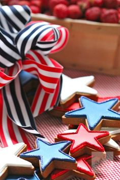 How to make a 4th of July Cookie Wreath that'll look so good you'll have to take a bite!