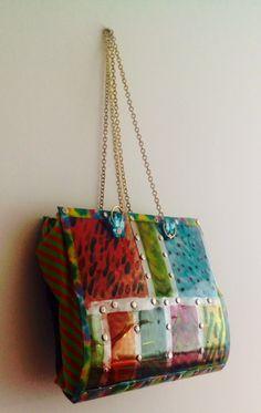 bolso fabricado con material reciclado de las botellas pet