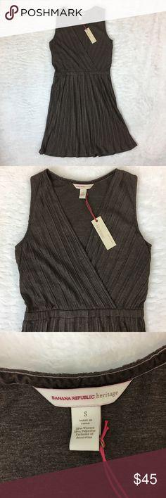 "Banana Republic Pleated Sleeveless Dress Banana Republic Exclusive Heritage Collection! Sleeveless Pleated dress. Bust: 32"" Shoulder: 12"" Waist: 28"" Length: 38"" 50% Viscose 50% Polyester Banana Republic Dresses"