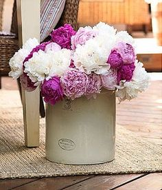 You always know it's the month of May when the the LILAC bushes start to bloom! My daughter and just I love the smell out in the garde. Fresh Flowers, Beautiful Flowers, Purple Flowers, Beautiful Bouquets, Diy Flowers, Ems, Lilac Bushes, Shabby, Vintage Roses