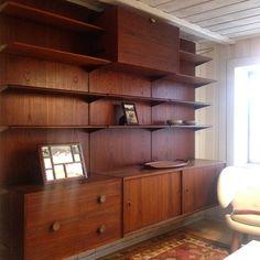 Finn Juhl Wall Unit by Bovirke. Teak and Brass. Plus a panel with desk. Top cabinet is gone now. Danish Modern Furniture, Decorative Items, Teak, Bookcase, Furniture Design, Shelves, Cabinet, Wall, Brass