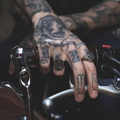 Aesthetic Tattoo, Daddy Aesthetic, Body Art Tattoos, Hand Tattoos, Tatto Boys, Bound By Honor, Male Hands, Mafia, Tattoo Inspiration