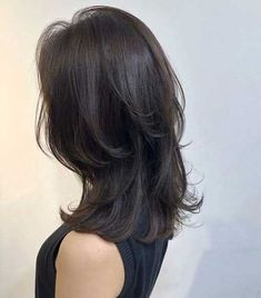 Pictures of layered haircuts for women to locate your next haircut motivation from one of these well known looks. Haircuts Straight Hair, Layered Haircuts, Pretty Hairstyles, Hairstyles Haircuts, Medium Asian Hairstyles, Cut My Hair, Hair Cuts, Medium Hair Styles, Curly Hair Styles