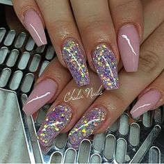Sparkly/ pearl pink nails. So beautiful!