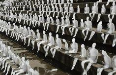 Nele Azevedo, Melting men.  Installation of 1000 ice sculptures to highlight global warming.