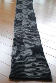 Skull Illusion Scarf - free pattern. I must look into illusion knitting.