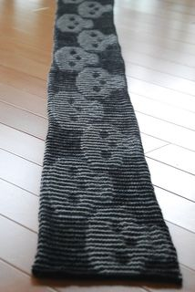 Skull Illusion Scarf - free pattern.  I must look into illusion knitting.