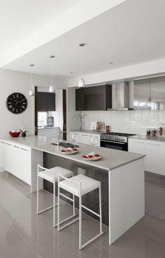 27 Examples to properly design a small kitchen http://comoorganizarlacasa.com/en/27-examples-properly-design-small-kitchen/ #27Examplestoproperlydesignasmallkitchen #Decorideas #decortips #homedecor #homedecoration #ideastodecorateyourhome