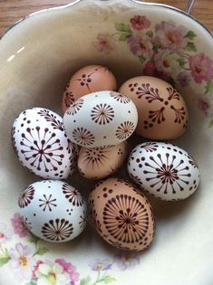 Today's pin drop eggs!!!  Happy Easter!!! Easter Hunt, Easter 2018, Easter Egg Designs, Ukrainian Easter Eggs, Diy Ostern, Egg Crafts, Egg Art, Egg Decorating, Easter Treats