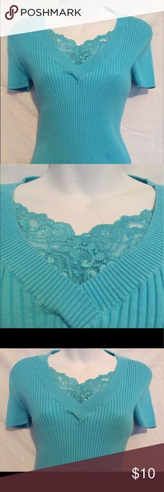 Aqua Top - August Silk - lacy neckline Stretchy cotton top with ribbed design. V-neck with lacy edging. Tag says L size but because it's stretchy, works for medium size too. august silk Tops Blouses