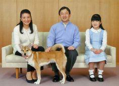El príncipe heredero de Japón, Naruhito, junto a su mujer, Masako, y su hija, la…