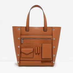 Large+utilitarian+tote+bag+with+multiple+functional+pockets+and+magnetic+snap+closure.