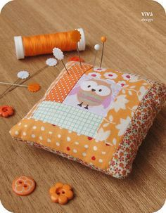 Owl Patchwork Pincushion ~ by The Little Autumn Cottage on Maple Tree Lane . Small Sewing Projects, Sewing Crafts, Owl Crafts, Needle Book, Sewing Accessories, Sewing Notions, Pin Cushions, Small Cushions, Pillows